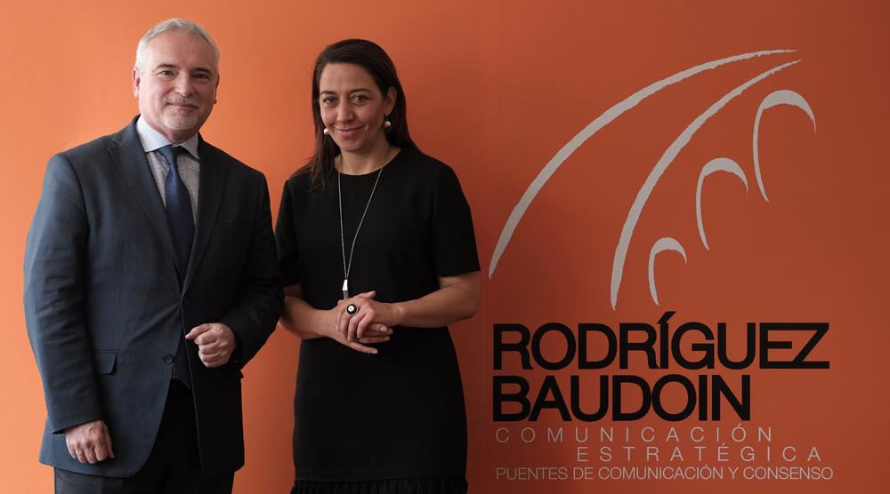 Daniel Valli, presidente consejero para el Cono Sur de LLORENTE & CUENCA, junto a María José Rodríguez, socia y directora general de Rodríguez & Baudoin